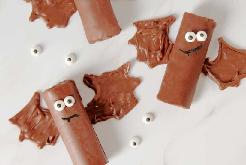 Halloween Bat Snack Cakes | kimschob.com