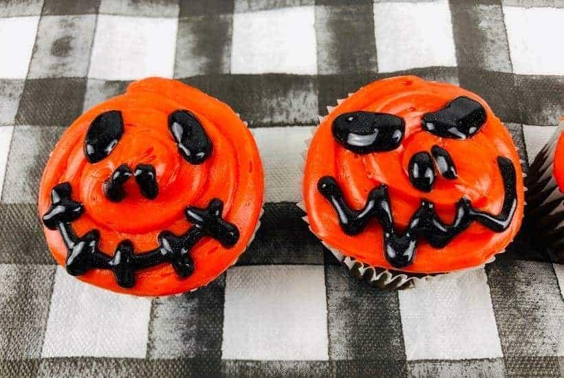 Jack-O-Lantern Cupcakes | kimschob.com