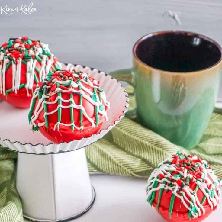 Christmas hot cocoa bombs • Kim Schob